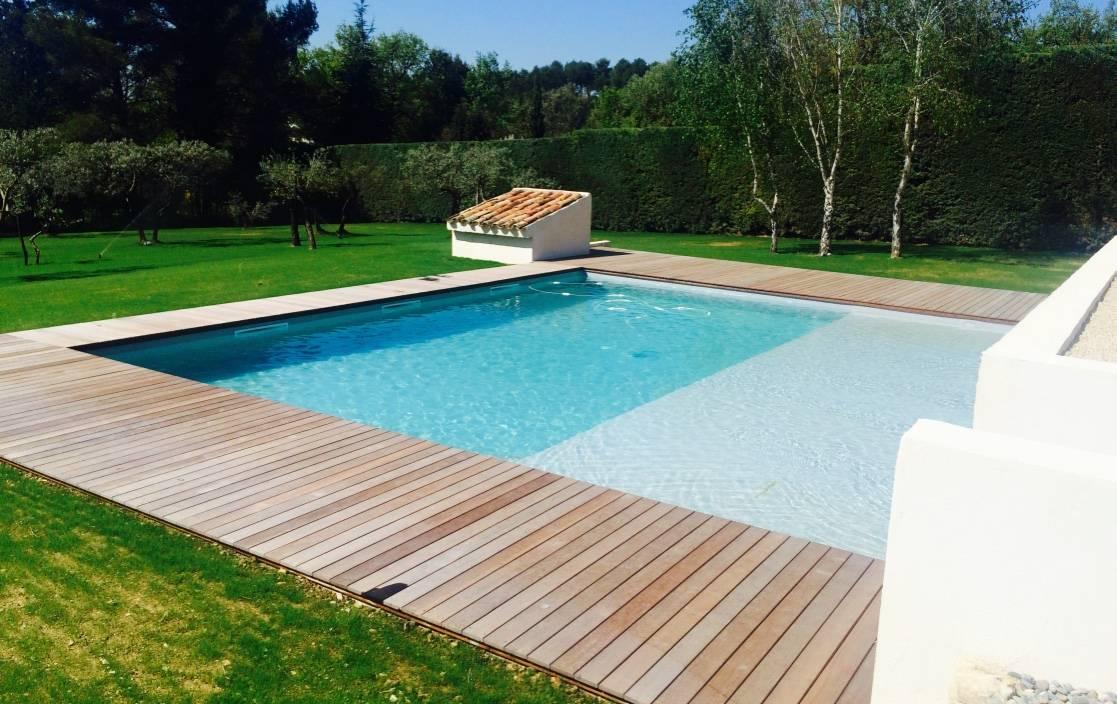 Plage bois exotique pour piscine eguilles am nagement de for Bois plage piscine