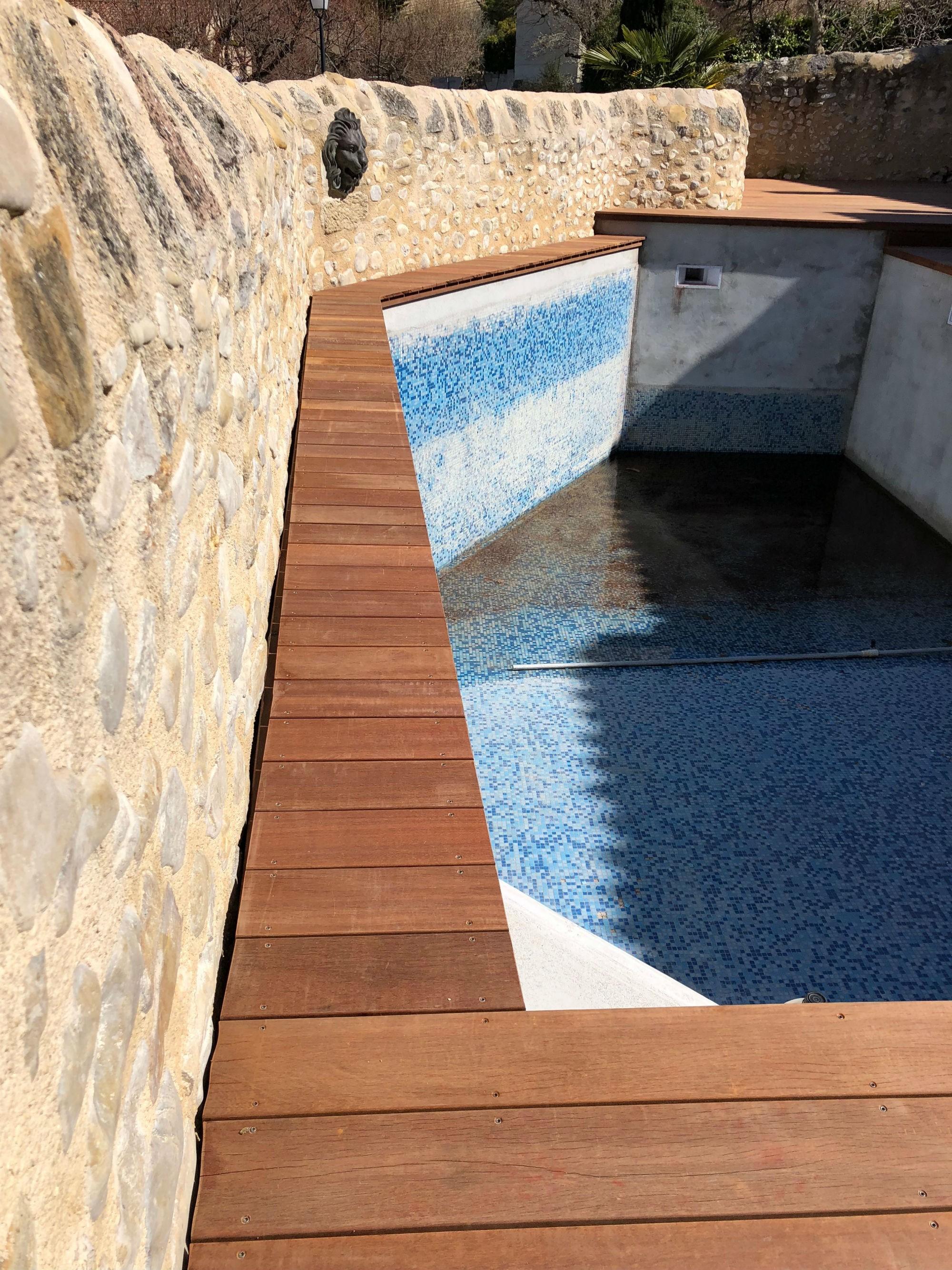 Renovation terrasse bois vaison la romaine am nagement for Budget piscine bois