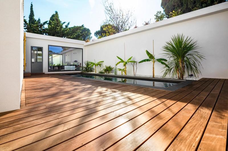 Terrasse bois au roucas blanc lames et bandeaux de terrasse sur mesure menuiserie teck - Tour de piscine en bois ...